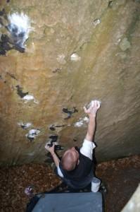Mühlenberg - Thomas attackiert eine überhängende Lochplatte